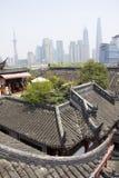 De oude stad van Shanghai en modern gebied stock afbeelding