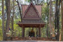 De oude standbeelden van Boedha zijn teruggekregen met decoratieve daken en nog gebruikt door de lokale bevolking als plaats als  royalty-vrije stock fotografie