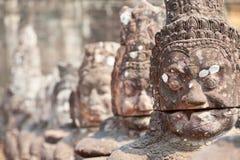 De oude standbeelden van steenAngkor Stock Afbeelding
