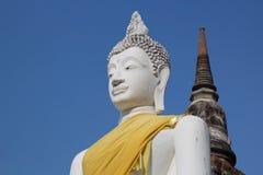 De oude standbeelden Wat Yai Chai Mongkol van Boedha in Ayutthaya Thailand Stock Foto