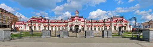 De oude stationbouw in Yekaterinburg, Rusland Royalty-vrije Stock Afbeeldingen
