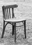 De oude stoel van de oma Stock Foto's