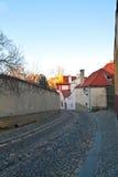 De oude straat van Praag stock foto's