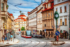 De oude straat van Praag stock afbeeldingen