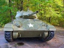 De oude tank van WO.II met de militaire ster van de V.S. op de voorzijde. Royalty-vrije Stock Afbeeldingen