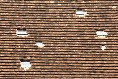 De oude tegels van het dakspaandak Stock Foto