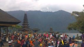 De oude Tempel van Ulun Danu in Beratan-Meer, Bali stock footage