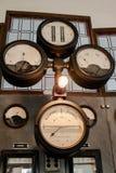 De oude thermische elektrische centrale, roestig en retro ziet eruit royalty-vrije stock afbeelding