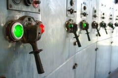 De oude thermische elektrische centrale, roestig en retro ziet eruit stock afbeelding