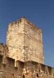 De oude toren van de kasteelsteen in het centrum van Lissabon Royalty-vrije Stock Foto's