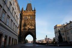 De Oude Toren van de Stadsbrug in Praag royalty-vrije stock afbeeldingen