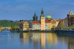 De oude Toren van Stadsbrigde, Charles Bridge, Oude Gebouwen, Praag, Tsjechische Republiek Royalty-vrije Stock Afbeelding