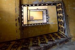 De oude trap ziet eruit stock fotografie