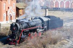 De oude treinlooppas op steenkool Stock Afbeeldingen