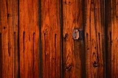 De oude uitstekende houten achtergrond van de staldeurtextuur Stock Foto's