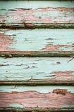 De oude uitstekende houten deur van de barst turkooise verf, venster, dient ruw in Royalty-vrije Stock Afbeeldingen