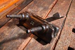 De oude uitstekende houten hoek van het combinatievliegtuig  Stock Foto's