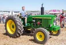 De oude uitstekende Tractor van Jjohn Deere 2020 bij toont Stock Afbeeldingen