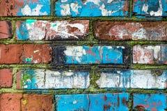 De oude verfraaide bakstenen muur royalty-vrije stock afbeelding