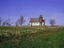 De oude Verlaten Kerk van het Land Stock Foto's