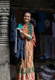 De oude vrouw in het durbar vierkant van Katmandu in Nepal Stock Fotografie