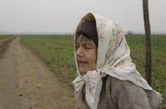 De Oude Vrouw van het land Stock Foto