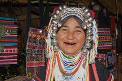 De oude vrouw van Lahu met zwarte tanden wegens het kauwen Stock Fotografie
