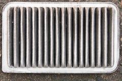 De oude vuile filter van de motor van een autolucht Sluit omhoog stock fotografie