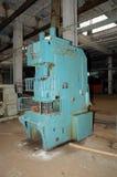 De oude werktuigmachine om metaal te snijden. Stock Foto's
