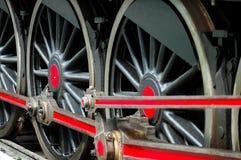 De oude wielen van de stoomtrein Stock Foto's