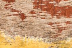 De oude wijnoogst als achtergrond schilderde rood en geel triplex royalty-vrije stock foto