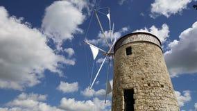 De oude windmolens van Rhodos, de tijdtijdspanne van Griekenland stock video