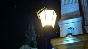 De oude winter van de lampstraat stock videobeelden