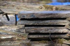 De oude zaagmolen uit bij het land in Zweden royalty-vrije stock afbeeldingen