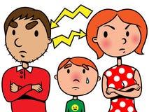 De ouders debatteren of scheiden en het kind lijdt Stock Foto