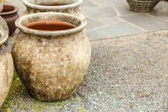 De ouderwetse ceramische kommen van kleivazen Stock Foto's