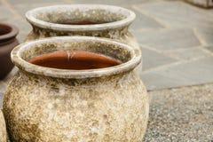 De ouderwetse ceramische kommen van kleivazen Royalty-vrije Stock Foto's