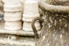 De ouderwetse ceramische kommen van kleivazen Stock Afbeeldingen