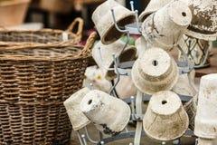 De ouderwetse ceramische potten van kleivazen Stock Afbeeldingen