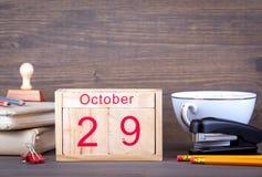 29 de outubro calendário de madeira do close-up Planeamento do tempo e fundo do negócio Imagem de Stock