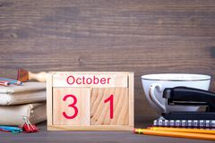 31 de outubro calendário de madeira do close-up Planeamento do tempo e fundo do negócio Foto de Stock Royalty Free