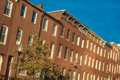 28 de outubro de 2016 - casas de fileira na rua de Bolton, monte de Bolton, Baltimore, Maryland, EUA Imagens de Stock