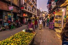 28 de outubro de 2014: Comerciantes nas ruas de Nova Deli, Índia Fotografia de Stock