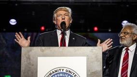 15 de outubro de 2016, EDISON, NJ - Donald Trump fala na reunião de Edison New Jersey Hindu Indian-American para 'a humanidade un Fotos de Stock