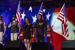 15 de outubro de 2016, EDISON, NJ - os dançarinos comemoram Donald Trump em Edison New Jersey Hindu Indian-American que a reunião Imagens de Stock Royalty Free