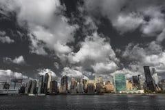 24 de outubro de 2016 - NEW YORK - skyline do Midtown Manhattan vista do East River que mostra a construção de Chrysler e o N uni Imagens de Stock Royalty Free