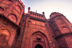 28 de outubro de 2014: Paredes do forte vermelho de Nova Deli, Índia Fotografia de Stock