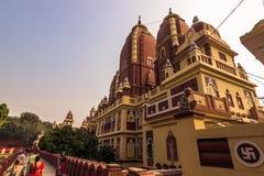 27 de outubro de 2014: Vista lateral do templo de Laxminarayan no De novo Foto de Stock