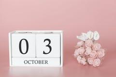 3 de outubro Dia 3 do m?s Cubo do calend?rio no fundo cor-de-rosa moderno, no conceito do neg?cio e em um evento importante foto de stock