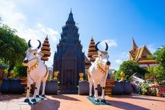26 de outubro de 2018 - Siem colhe:: escultura em Wat Preah Prom Rath fotografia de stock
